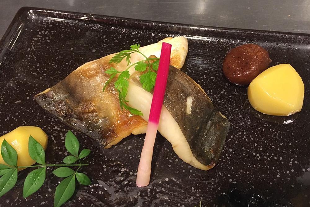 真魚鰹(マナガツオ)の柚香焼き(900円)